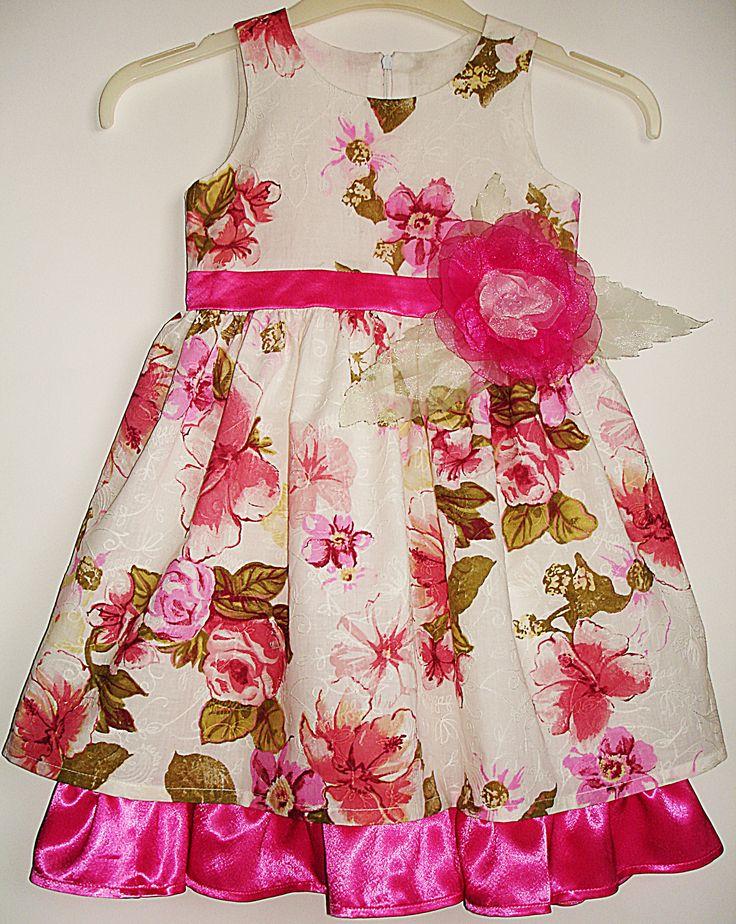 Великолепное платье с завышенной талией и пышной юбочкой для Вашей малышки сшито из маркизета, продублировано подкладкой из тоненького хлопка с оборкой из креп-сатина.Застежка-молния на спинке, пояс украшен цветком из органзы в тон отделки.                                                         Размер 98.  цена 1200