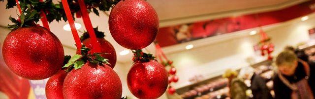 """Deskundige kijkt naar kerstdiner uit de supermarkt: """"Bah, kaviaar? Dit zijn gewoon bolletjes kleurstof en conserveermiddel!"""" - http://www.ninefornews.nl/deskundige-kijkt-naar-kerstdiner-uit-de-supermarkt-bah-kaviaar-dit-zijn-gewoon-bolletjes-kleurstof-en-conserveermiddel/"""