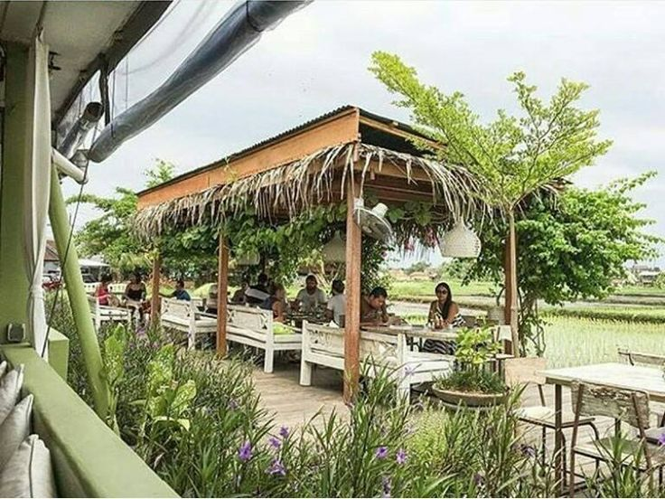Tucked away next to one of Seminyak's busiest areas, NOOK is an escape back to the green and naturalistic beauty of Bali. With a 360-degree panoramic view of lush rice fields. It offers Balinese, Indonesian, and Western infused cuisine