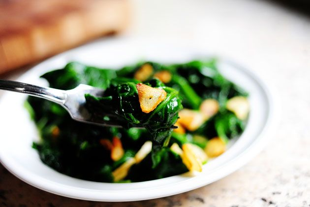 Spinach with Garlic Chips | Recipe
