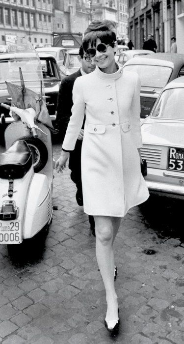 1968 sunglasses: Oliver Goldsmith. coat: Rose Bertin. shoes: René Mancini for Chanel. handbag: Gucci.