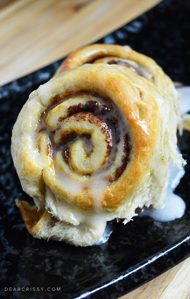 Pumpkin Cinnamon Rolls - These quick and easy pumpkin cinnamon rolls ...