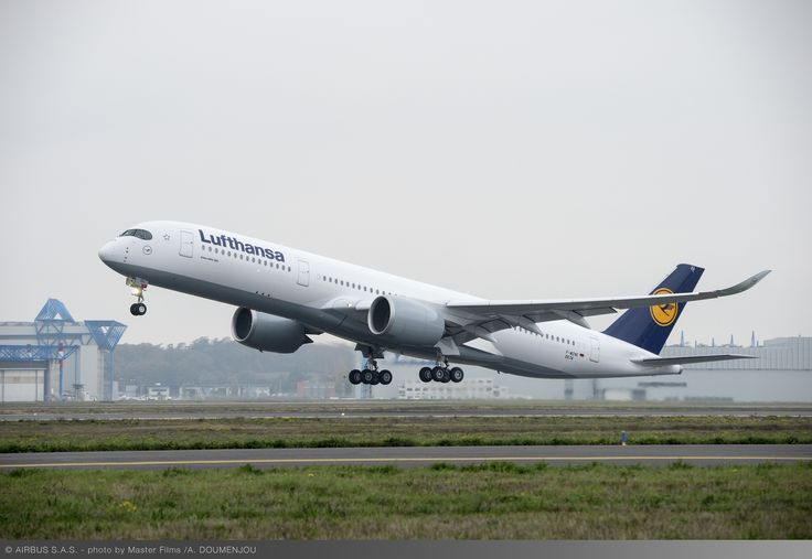 Lufthansa Airbus A350-941 D-AIXA departing on its first test flight from Toulouse-Blagnac, November 2016. D-AIXA is scheduled to commence commercial service on the Munich-Delhi route in February 2017. (Photo: © Alexandre DOUMENJOU / MasterFilms / Airbus)