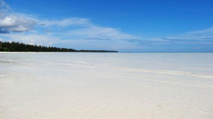 White Beach on Bugsuk Island, Balabac, Philippines