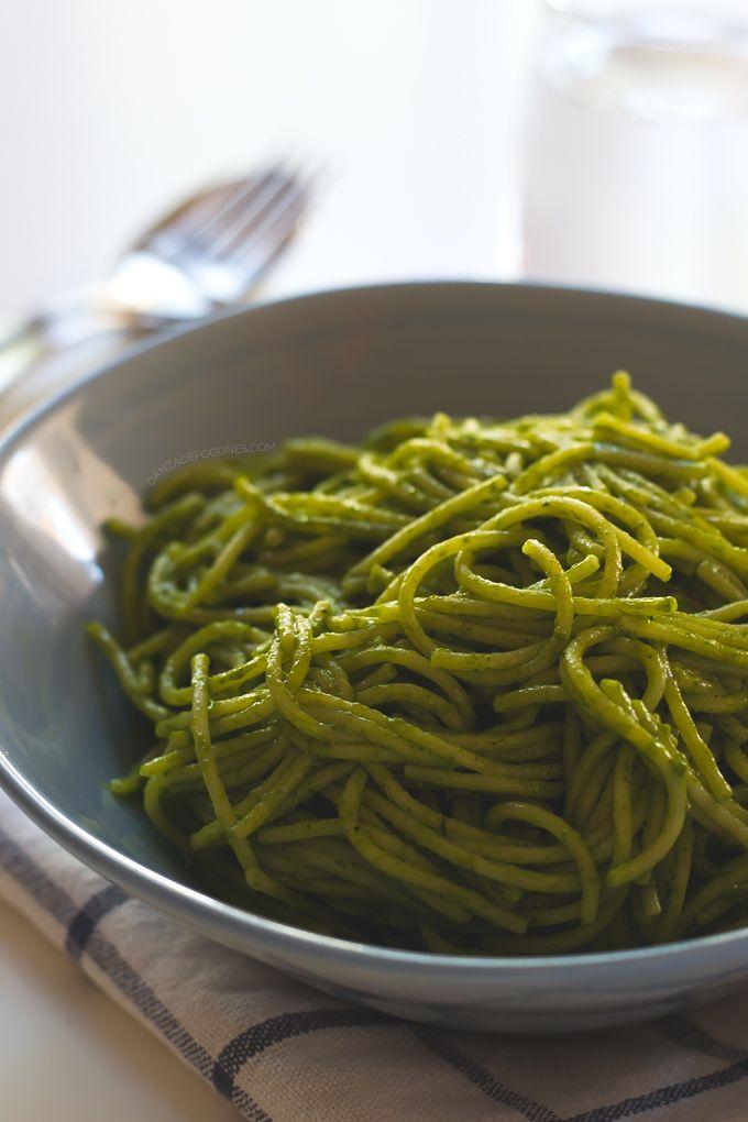 Espaguetis con Salsa Verde de Coco en 15 minutos | http://danzadefogones.com/espaguetis-con-salsa-verde-de-coco-en-15-minutos/