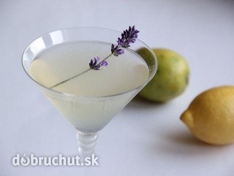 Elegantný koktejl s levanduľou