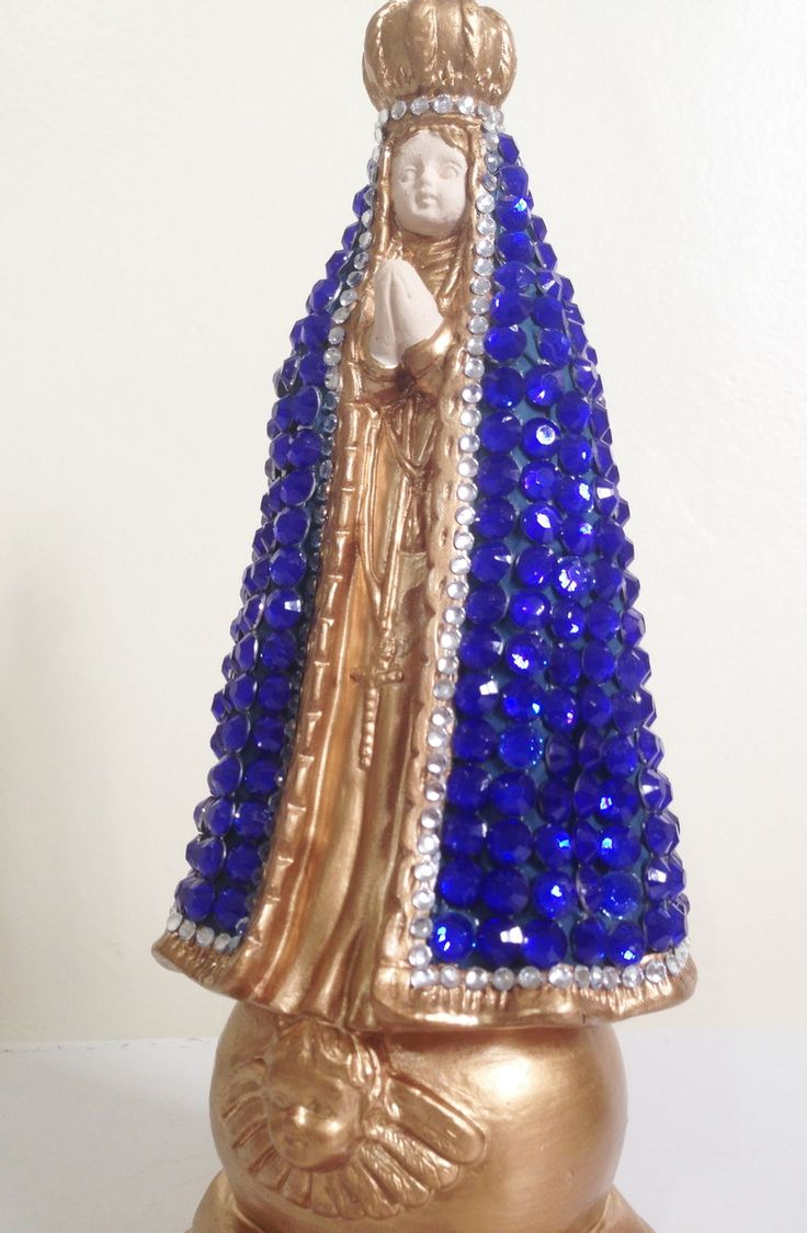 Linda imagem para presentear ou decorar o cantinho de orações. Nossa Senhora Aparecida com manto revestido em pedras e detalhes em dourado.