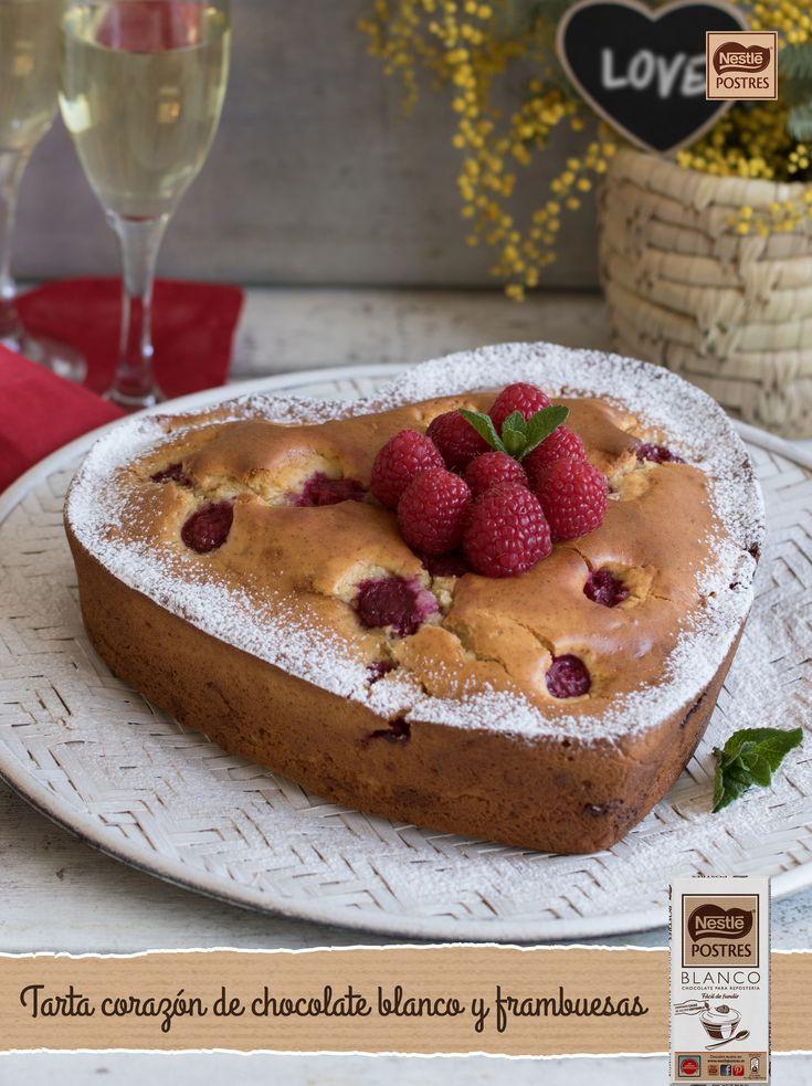 Tarta corazón de leche condensada, chocolate blanco y frambuesas