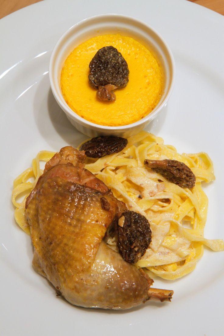 Pintade sauce aux morilles, pâtes fraîches et flan de potimarron  http://www.cuisineeliseetjulie.com/products/pintade-sauce-aux-morilles%2c-pâtes-fraîches-et-flan-de-potimarron/