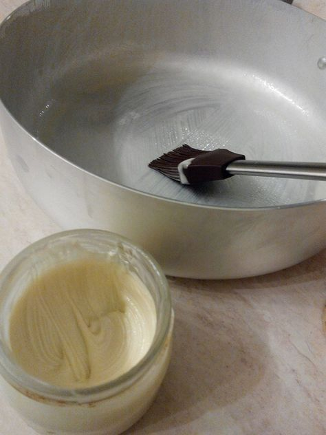 Staccante per teglie, dall'emulsione di burro farina ed olio nasce un intruglio davvero geniale!
