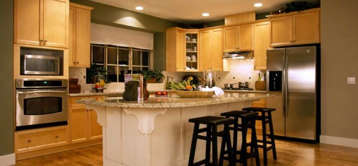 Advertiserment Thinking of remodeling or renovating your kitchen? Here are a few tips for preparation and avoiding common pitfalls. If you have a large kitchen remodeling project you will need to set up a temporary kitchen a different part of the house. It's important that the location you choose is convenient and have unrestricted access
