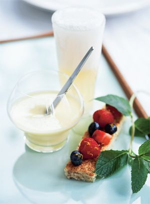 Sabayonne er en festlig dessert, der består af æg, sukker og boblende champagne