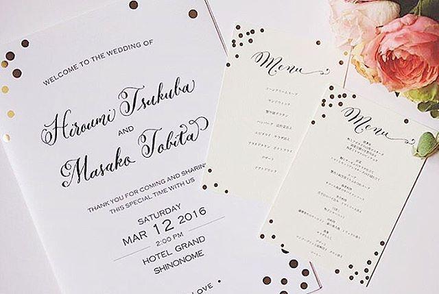 招待状・メニュー表・席次表・席札全てのデザインを統一したフルオーダー品。 ・ 『menu』タイトルやお名前部分のカリグラフィーは、全体のデザインや花嫁さんの好みに合わせて @mscalligraphy さんが数パターン描いてくださいます✒️✨ ・ 現在フルオーダーは知人を介してのみお受けしているのですが、今後もう少し頑張ります☺︎💦 それに関連して次回緊急発表…有ります。多分😚? calligraphy by @mscalligraphy produced by @eymwedding ・ #eymwedding#wedding#weddingphotography#instawed#2016夏婚#2016秋婚#2016冬婚#2017春婚#結婚式準備#プレ花嫁#結婚式準備#モダンカリグラフィー#calligraphy#moderncalligraphy#席札#placecard#招待状#invitation#invitations#結婚式招待状#pocketfold#pocketfolder#sat2235