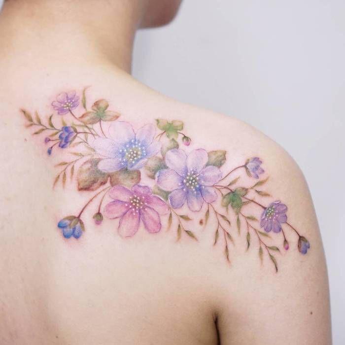 Zarte Blumen Tattoo-Designs von Tattooist Silo