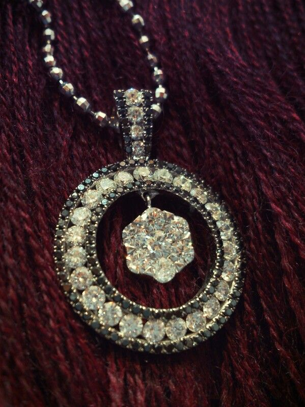 Pendant Surrounded with black diamonds