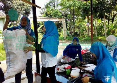 Bank Sampah Melati Bersih: Kegiatan Penimbangan Sampah di BSMB Jingga