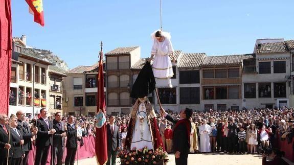 La bajada del Ángel en Peñafiel. Ceremonia que tiene lugar el Domingo de Resurrección.