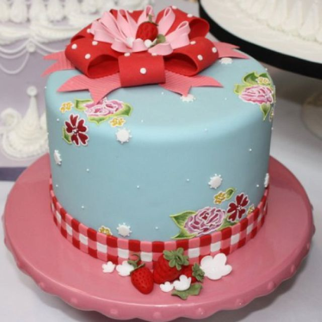 Adorable strawberry cake! Edible paper appliqués with royal icing embroidery technique on top. Would look great on a whole cake.