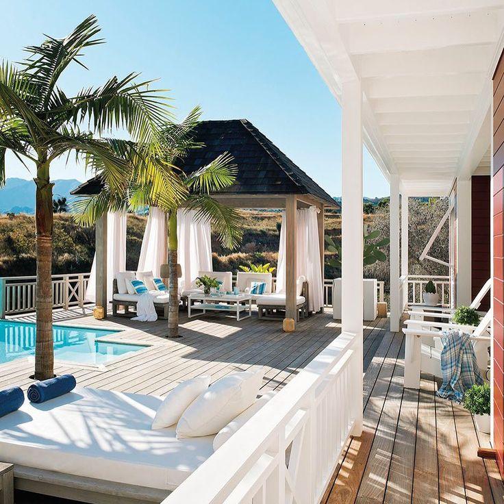 """Adivina adivinanza: ¿dónde crees que está esta casa? Busca la respuesta en la web """"El paraíso hecho a medida"""" o en el link en la bio    #elmueble #casa #blanco #house #casaelmueble #white #relax #paraíso #decoracion #decoration"""