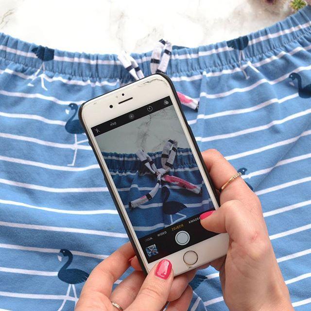 Flamingowa gorączka trwa! zdobyłam kilka metrów materiału na szorty, które wyszły przesłodko 💙 Do tego oczywiście kokardka 💙💟 • • • #comingsoon #nightwear #loungewear #pajamas #lounge #marinestyle #stripes #paski #flamingo #dziendobry #goodmorning #hello #madewithlove #shorts #bloger #iphone #madeinpoland #fashion #instafashion #mood #ootd #potd #moda #girl #blue #bird #love