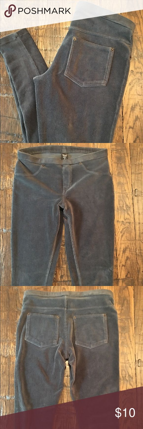 Hue Corduroy Leggings Hue Corduroy leggings in like-new condition. Color is a bluish gray. HUE Pants Leggings