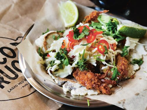 Fish Taco med panerad tosk och syrlig kålsallad | Recept från Köket.se