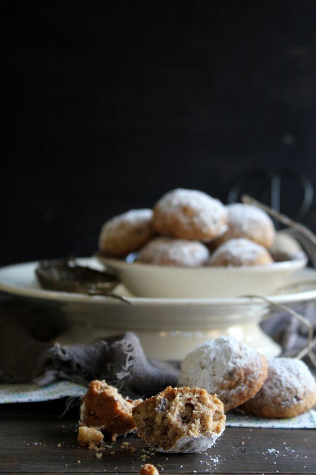 Frollini con farina di castagne e nocciole alla cannella   100 g di farina  20 g di farina di castagne 100 g di burro  50 g di nocciole tostate e tritate grossolanamente 20 g di zucchero di canna 1 cucchiaino di cannella un pizzico di sale zucchero a velo  due farine setacciandole,sale,cannella nocciole.In un'altra terrina burro a crema e zucchero. ingredienti secchi 170°C. 20 minuti
