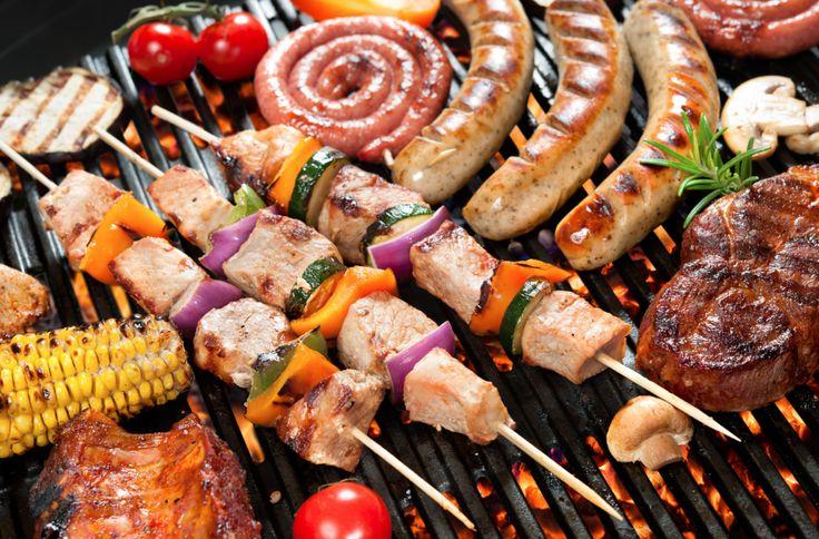 El verano es la época ideal para hacer una barbacoa. El tiempo y la energía de que disponemos favorecen los buenos momentos con nuestros seres queridos. Sin embargo, hacer una barbacoa no es tan fácil como prender los carbones y echar unos cuantos pedazos de carne a cocinar.  Es preciso contar...
