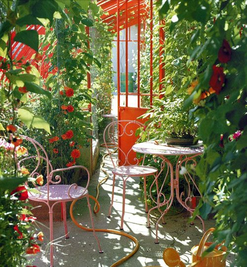 Love the yellow hose, snaking it's way along the walkway.  (Art and Interior: SMALL SPACES: Balcony Garden)