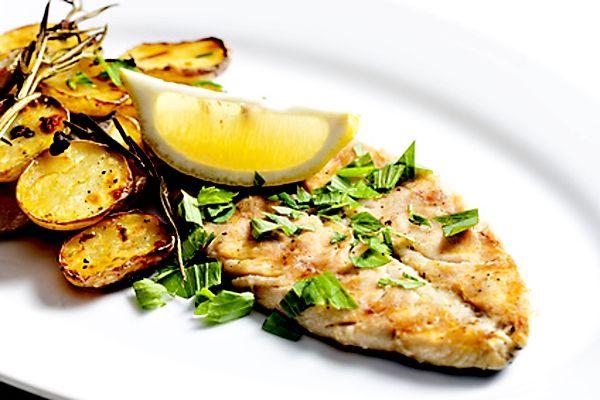 Grilovaná makrela s opečenými brambory