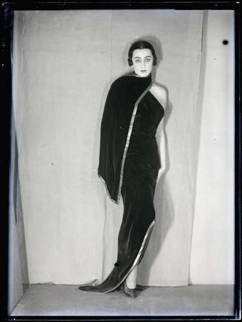 Nimet Eloui Bey vers 1930 photographed by Man Ray
