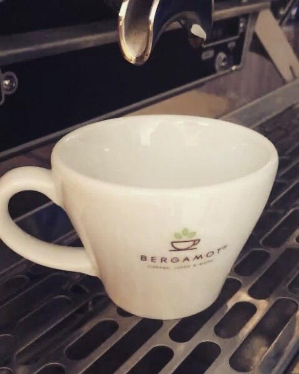 "Taze kahve çekirdeklerinin oluşturduğu taze ve leziz krema ""Golden Cream"" ☕♨ ⏯ Fresh and delicious cream made with fresh coffee beans ""Golden Cream"" ☕♨⏯ #Bergamotcoffee #coffee #juice #more #fresh #coffeebeans #delicious #coffeecream #cream #golden #coffeeofday #coffeebreak #coffeetime #instacoffe #instagood #Alanya #turkey🇹🇷"
