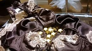 Christies -50%!!!!!!!! http://www.ebay.it/itm/CHRISTIES-serie-Celine-/271746355588?pt=Reggiseni_e_Completi_intimi&var=&hash=item84d924b0a5