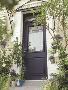porte d'entrée maison   Cette porte d'entrée sur-mesure en aluminium à haute isolation ...