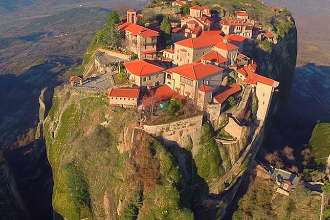 Meteora – Columns in the Sky with a visit to the monasteries & Kalampaka town