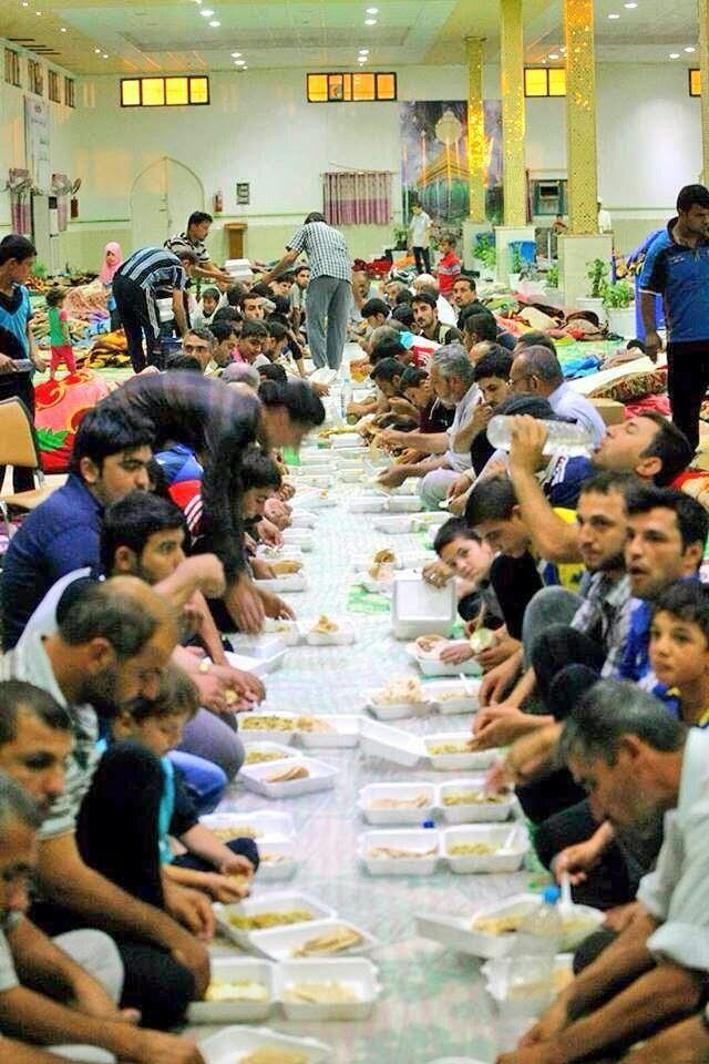 The #Iraqi's of Najaf hosting Iraqi #refugees from #Mosul, in the Imam Ali Shrine in southern #Iraq.