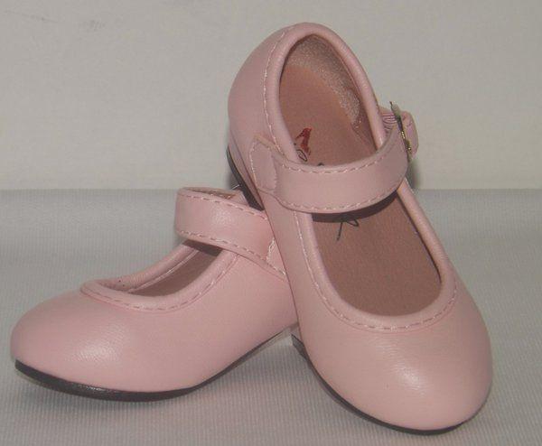 Zapatos para moda flamenca. Moda Flamenca infantil hasta 5 años confeccionado todo a mano por nuestras propias modistas.