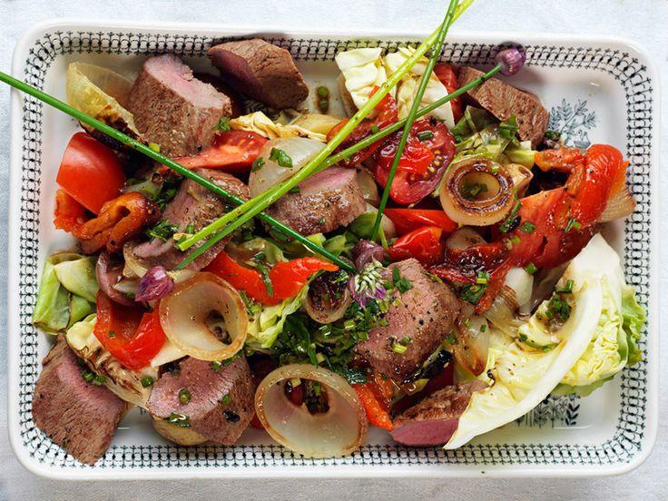 Lammfilé med ugnsbakade grönsaker och örtdressing