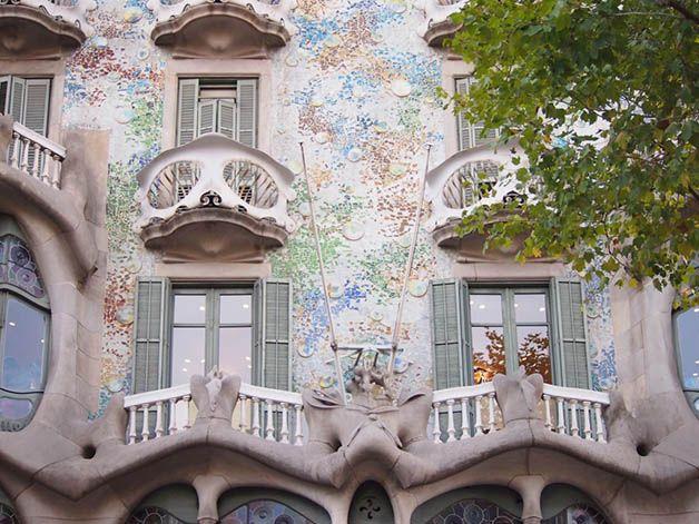 Découvrir Barcelone le temps d'une visite guidée pas chère, c'est possible! Voici 4 visites qui feront du bien à votre culture et à votre porte-monnaie.