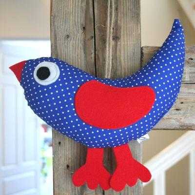 Niebieski ptak w kropki, urocza ozdoba dziecięcego pokoju. 100% handmade do kupienia w sklepwkropki.pl