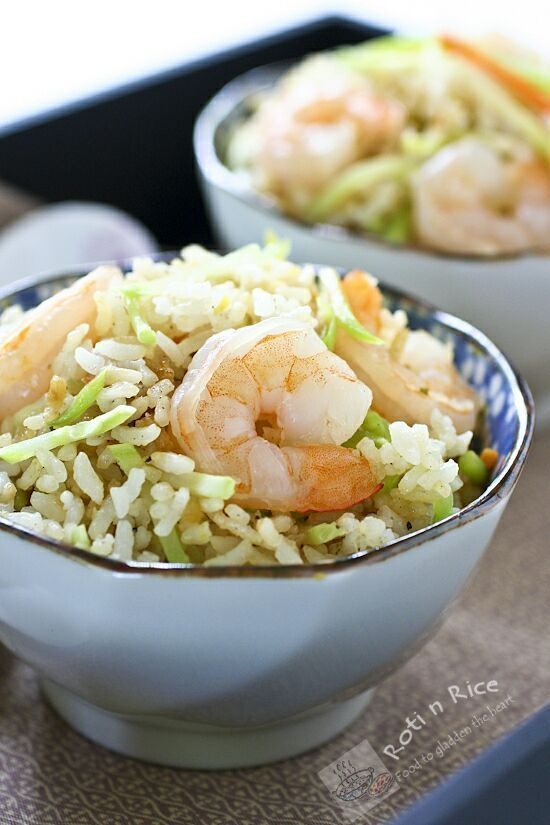 Quick and easy Shrimp and Broccoli Slaw Fried Rice using cooked shrimps and pre-cut broccoli slaw. Can be prepared in 15 minutes with minimum prep work. | Food to gladden the heart at http://RotiNRice.com