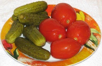 Квашеные помидоры и огурцы