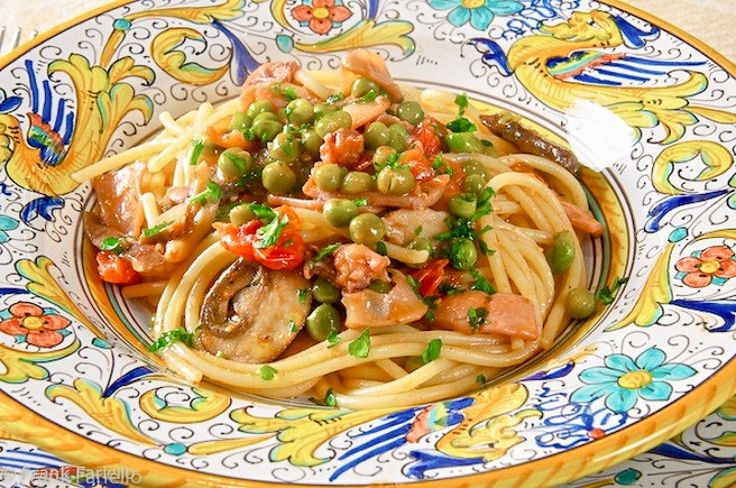 Pasta alla capricciosella (Pasta with Squid, Mushrooms and Peas)