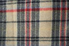 Tessuto scozzese  colore giallo mt 2,18 altezza 1,34 prezzo 21,5€