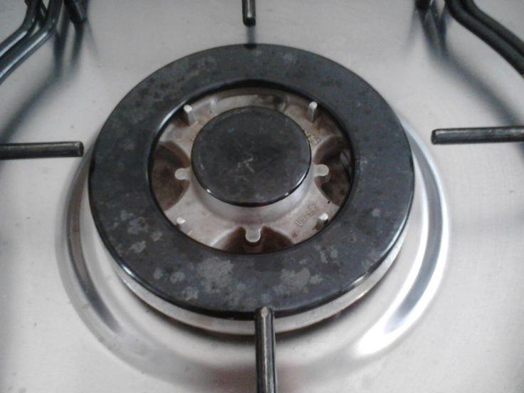 Modos de limpeza para remover a sujeira das bocas/queimadores e trempes do fogão. Soluções para remover sujeira grossa de gordura, manchas e queimados.
