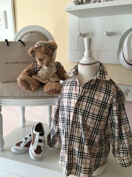 Mein Orig. Burberry Hemd Gr.3 Jahre / 98 cm von Burberry! Größe 98 für 30,00 €. Schau´s dir an: http://www.mamikreisel.de/kleidung-fur-jungs/langarm-hemden/30442544-orig-burberry-hemd-gr3-jahre-98-cm.