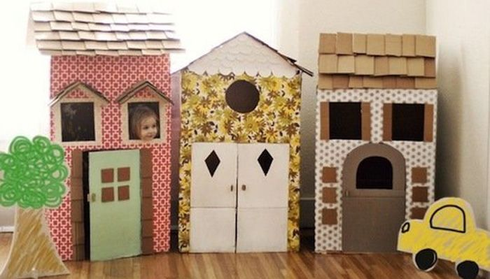 Czasami wystarczy wyobraźnia, taśma klejąca i kilka kartonów. Przedstawiamy inspiracje DIY: Zabawki z kartonu dla dzieci