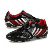 Ghete fotbal Adidas Predator PS www.sportday.ro     Thiết kế : 3,5/5 – Thiết kế lạ và trong khá bắt mắt với những sọc 2 bên và đầu mũi giày. Một thiết kế rất riêng của Adidas.  http://thethaovip.vn/category/giay-da-bong/  Thoải mái: 4/5 – Một trong những đôi giày đá bóng tốt nhất nhưng chưa đạt đến sự hoàn hảo.  Đôi giay da bong  thực sự mềm, tạo cảm giác thoải mái cho đôi chân.