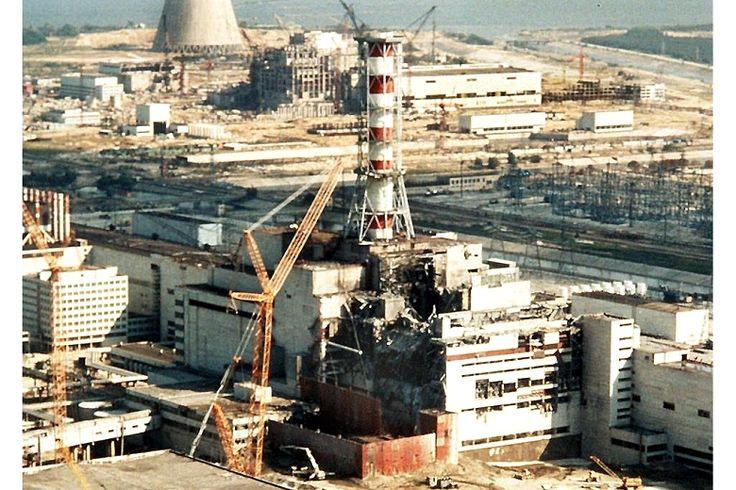 O desastre de Chernobyl foi um acidente nuclear que ocorreu em 26 de abril de 1986 na central nuclear com o mesmo nome, situada na União Soviética. Uma explosão e um incêndio lançaram grandes quant…