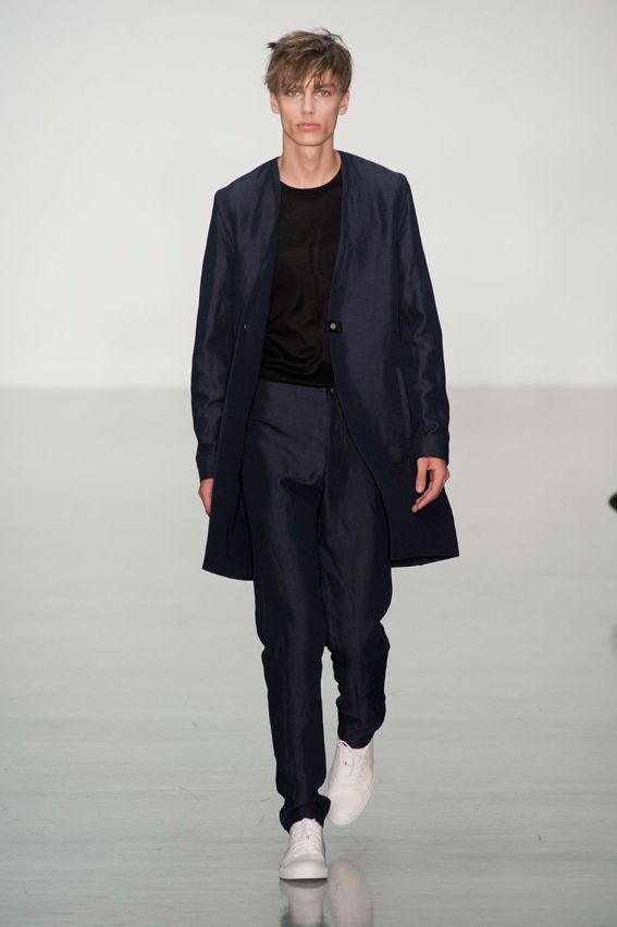 London FW S/S 2015 - Lee Roach See all fashion show at: http://www.bookmoda.com/?p=9695 #summer #SS #catwalk #fashionshow #menswear #man #fashion #style #look #collection #london #fashionweek #leeroach